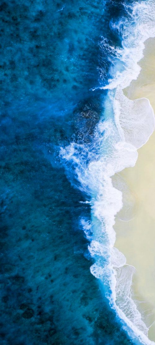 10 Blue Wallpapers That Will Look Perfect on Your Nokia 8.3 5G - #04 - Beach in The Maldives