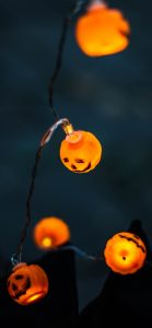 Happy Halloween Wallpaper for Smartphone with Picture of Pumpkin Lamps